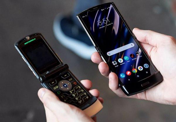 Легендарная «раскладушка» Motorola RAZR V3 возвращается. И она дешевле Galaxy Fold.